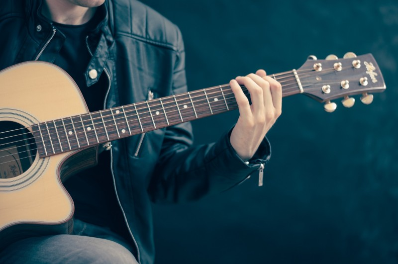 Stort utvalg av musikkinstrumenter